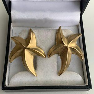 Vintage gold star  starfish clip on earrings